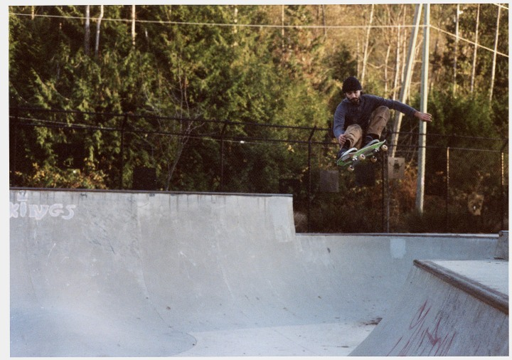 ColinNogue-FrontsideOllie